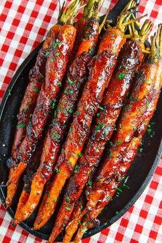 Side dish recipes 17451517287276784 - Maple Glazed Bacon Wrapped Roasted Carrots Source by AndreaPoluka Vegetable Dishes, Vegetable Recipes, Chicken Recipes, Carrot Recipes, Healthy Recipes, Tofu Recipes, Pasta Recipes, Healthy Food, Roasted Glazed Carrots