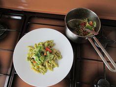 JHS  /  A Pasta ammiscata al pesto di basilico verdure crude e grana padano Gino D'Aquino
