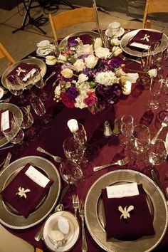 Rich burgundy and silver wedding tablescape. ~~~ With Gold instead of ...