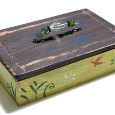 【muranagi】さんのInstagramをピンしています。 《#ムラナギ作品 #723 鳥の小箱 2016 (W14.0cmxD9.0cmxH5.5cm) 春を待つ小鳥のさえずりのような、小さくささやかな箱。 #art #artist #artwork #painting #illustration #drawing #acrylic #paint #woods #nature #dream #moon #forest #bird #creature #flower #vintage #retro #antique #宝石 #宝物 #物語 #雑貨 #絵画 #森 #生き物 #月 #鳥》