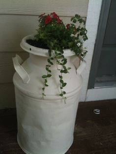 milk urn planter Wagon Wheels, Urn Planters, Milk Cans, Country Charm, Outdoor Ideas, Garden Inspiration, Porches, Bees, Farmhouse Style