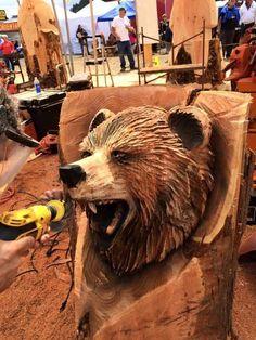 Simple Wood Carving, Dremel Wood Carving, Chainsaw Carvings, Wood Carvings, Wood Crafts, Diy And Crafts, Animal Statues, Brown Bear, Bears