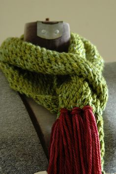 Mossy Pebbles Scarf--knitted this, but messed it up in the end when I tried to make it into an infinity scarf