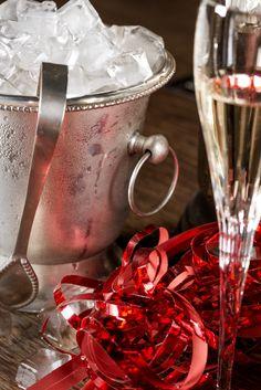 Ice cold champagne in your coolers and glasses! // Zimny szampan w naszych coolerach oraz kieliszkach!