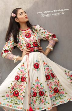 Batik Amarillis made in Indonesia www. - Batik Amarillis's Birthday dress Celebrat. Stylish Dresses, Fashion Dresses, Vestido Charro, Morrocan Dress, Amarillis, Mexican Fashion, Hungarian Embroidery, Prom Dresses With Sleeves, Mexican Dresses