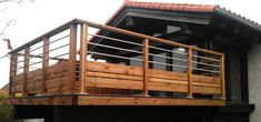 Lower railing blocks deck furniture while upper railing design allows view from the deck. Veranda Railing, Metal Deck Railing, Deck Railing Design, Patio Railing, Deck Stairs, Patio Wall, Balcony Design, Patio Roof, Patio Design