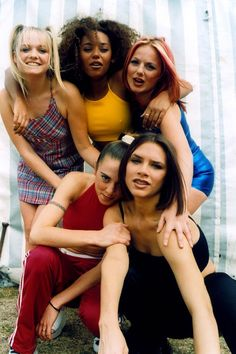 Victoria Beckham hints at a special Spice Girls Olympic performance. Emma Bunton, Victoria Beckham, 90s Fashion, Girl Fashion, 80s Fashion Icons, Sporty Fashion, Fashion Beauty, 1990 Style, Baby Spice