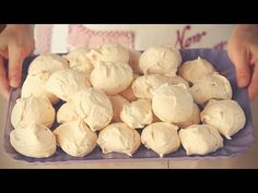 Meringues with hazelnuts and chocolate chips easy recipe Meringues - Meringue… Fun Easy Recipes, Sweet Recipes, Cake Recipes, Easy Meals, Dessert Recipes, No Bake Cookies, Cake Cookies, Baking Bad, Coffee Cookies