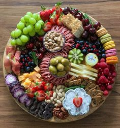 Charcuterie Picnic, Charcuterie Board Meats, Charcuterie Recipes, Party Food Platters, Food Trays, Main Course Dishes, Meat Platter, Entree Recipes, Food Presentation