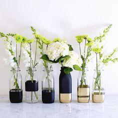 DIY colour block vases - on Song Of Style Diy Bottle, Bottle Art, Bottle Crafts, Home Crafts, Diy Home Decor, Diy And Crafts, Room Decor, Garrafa Diy, Creation Deco