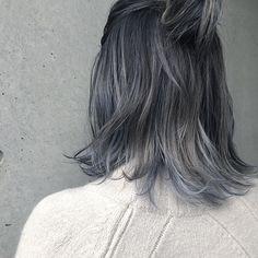 たっぷりのハイライトに 根元中間はグレーで毛先にホワイトシルバーを メッシュでブルーも入れて欲張りカラー Grey Hair Dye, Brown Blonde Hair, Ombre Hair, Dyed Hair, Short Hair Styles For Round Faces, Medium Hair Styles, Long Hair Styles, Hair Color Asian, Hair Color Blue