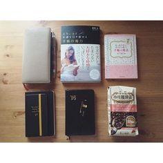 2016.10.13 thu ☁️ ・ ・ #さとうめぐみ さん本は何年か前にも買って読んで手放していたけど、やっぱり私には合わないみたい(・_・; 最近買った#春明力 さんの本はまだ半分くらいしか読んでいないけど試してみたいことが結構あり、手帳にメモしました✒️ ・ #小川珈琲店カフェインレスブレンド 買ってみました✨ ・ ・ #手帳 #手帖 #アシュフォード #モレスキン #リュリュ #能率手帳 #能率手帳ゴールド #カヴェコ #diary #planner #journal #book #moleskine #nolty #coffee #ashford #kaweco