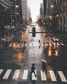 Wallpaper Paysage urbain, photographie d& ville sous la pluie , Rainy City, Beautiful Places, Beautiful Pictures, City Photography, Photography Ideas, Photography Lighting, Photography Backdrops, Camping Photography, Mountain Photography