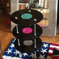 Vinyl-upcycling shelf