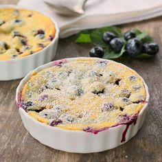 Blueberry Lemon Clafoutis…The flavors of blueberry and lemon pop in your mouth… Blueberry Lemon Clafoutis…The flavors of blueberry and lemon pop in your mouth in this very easy delicious French dessert! Blueberry Pudding Cake, Blueberry Clafoutis, Lemon Pudding Cake, Blueberry Desserts, Köstliche Desserts, Delicious Desserts, Health Desserts, Dessert Recipes, Clafoutis Recipes