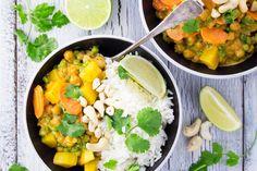 Veganes Kichererbsen Curry mit Kartoffeln - Gesund, schnell und lecker! Eines meiner Lieblingsrezepte für unter der Woche!