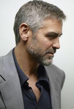 George Cloony Il est si beau, et semble si drole...Andrée...