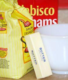 Cheesecake with Sour Cream Topping – zinniabuzz Graham Cracker Crust, Graham Crackers, Easy Cheesecake Recipes, Dessert Recipes, Desserts, Sour Cream Cheesecake, Cream Tops, Those Recipe, Baking Pans