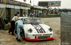 Crew of Martini Racing pushing back Porsche 935 Porsche Motorsport, Porsche 935, Gt Cars, Race Cars, Scalextric Cars, Martini Racing, Rear Wheel Drive, Le Mans, Cars Motorcycles