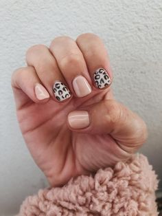 Nail Ideas Discover Fall nails roundup: cute manicure ideas to try this season - Mint Arrow Sharing ALL the fall nail inspo today! Whether you want a little cheetah print in your life pumpkin spice or all the fall colors we have you covered! Summer Acrylic Nails, Best Acrylic Nails, Summer Nails, Cute Nails, Pretty Nails, Cute Fall Nails, Hair And Nails, My Nails, Leopard Nails