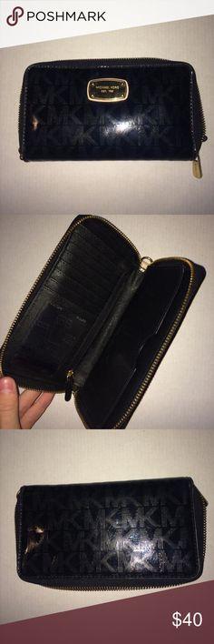 Michael Kors Wallet Barely used. Michael Kors Bags Wallets