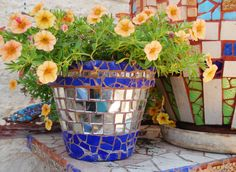 Broken Dish mosaic flower pots | Ideas for Decorating Potted Plants