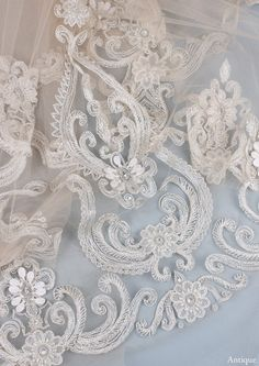 Graceful swirls of ivory embroidery and beads, pearls and crystals create the stunning Casablanca veil. As mysterious and romantic as its namesake, this piece makes a luxurious statement and will not