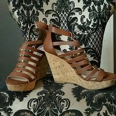 Steve Madden Open Toe Cork Wedges sz 9 Steve Madden Wedges, awesome condition, barely worn, see photo #4 for wear on heels, otherwise perfect! Cork wedges (lightweight), with ankle strap. Straps are brown with gold detail. Smoke and pet free home   Don't forget to bundle for discounts! Steve Madden Shoes Wedges