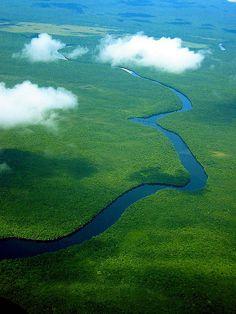 Canaima_National_Park_Venezuela - Winding river