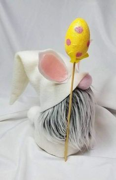This listing is for one Mini Gnome. Mini Gnome is a replica of our popular bigger size Nordic Gnomes. Little gnome that you can tuck in a Easter Crafts, Felt Crafts, Holiday Crafts, Crafts To Sell, Diy And Crafts, Arts And Crafts, Dyi Couture, Scandinavian Gnomes, Christmas Gnome