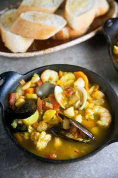 Provencal Seafood Stew With Shrimp And Mussels Provencal Seafood Stew: A satisfying seafood stew based on the sunny flavors of Provence, France Best Seafood Recipes, Healthy Soup Recipes, Healthy Dishes, Savoury Dishes, Cooking Recipes, Yummy Recipes, Recipies, Seafood Stew, Chowder Recipes