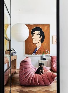 Awesome Togo sofa and gorgeous vignette Syd the sausage dog decides this is his moment to get in on the shoot action. Rachel Castles house features in this month… Ligne Roset, Togo Sofa, Sofa Bed, Living Room Designs, Living Room Decor, Farmhouse Side Table, Cute Dorm Rooms, Castle House, Home Look