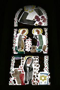 Paderborn/Duitsland - Dom. In WO-II is de kerk zwaar beschadigd door bombardementen. Recent zijn de nieuwste moderne glazen geplaats: Eveneens zijn er twee driedelige ramen met Europese patronen gemaakt, waarvan deze. De glazen zijn gemaakt naar een ontwerp van Wilhelm Buschulte. Foto: G.J. Koppenaal, 20/3/2015.