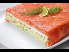 Pastel de Salmón y Pan de Molde Cooking On A Budget, Easy Cooking, Tapas Dinner, Lunch On The Beach, Appetizer Sandwiches, Good Food, Yummy Food, Delicious Dishes, Sandwich Cake