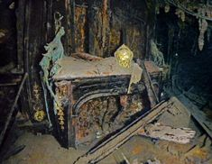 National Geographic photo gallery from the Titanic. Sailing in Luxury A gilded clock rests intact on an electric fireplace in the eleg. Rms Titanic, Titanic Wreck, Titanic Sinking, Titanic History, Titanic Photos, Ancient History, Titanic Boat, Titanic Movie, Titanic Underwater