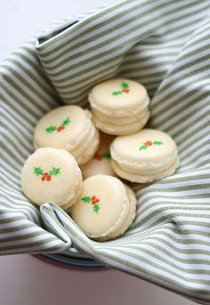 10 Amazing Holiday Macaron Recipes #christmasmacaroons #christmasmacarons