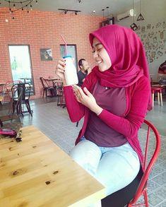 #jilboobs iklan susu Arab Women, Sexy Women, Hijab Jeans, Muslim Women Fashion, Muslim Beauty, Hijab Fashionista, Islamic Girl, Hijab Chic, Girl Hijab