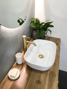 Australian bathroom trends: November 2018 edition - The Interiors Addict Bathroom Red, Brass Bathroom, Bathroom Plants, Chic Bathrooms, Bathroom Ideas, Timber Bathroom Vanities, Bathroom Worktops, Open Bathroom, Bathroom Showrooms
