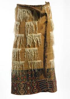 Kaitaka (with Angora goat hair elements) New Zealand Flax, Maori Patterns, Flax Weaving, Triangular Pattern, Wood Sculpture, Abstract Sculpture, Bronze Sculpture, Frank Morrison, Maori Designs