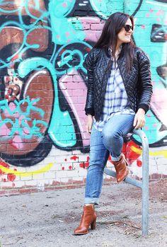 Camilla von Thatssome.de stellt ihren besonderen Lieblingsplatz vor: das Café Bravo inmitten des KunstWerke Areals. Der urbane Ort mit seinem Mix aus Grafitti, Street Art und moderner Kunst gefällt der Modebloggerin besonders gut.
