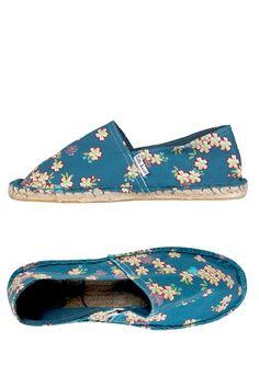 Venda Little Marcel Calçado / 8269 / Adulto / Alpargatas / Alpargatas Azul Pato e Vermelho. De 32€ por 13€.
