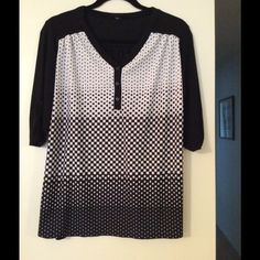 Maternity Top Black and white maturity top. Only worn once. So cute with leggings. Material is very soft and so comfortable. The back is solid black. Perseption Tops Tunics