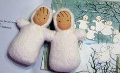 RESERVIERT für KATHLEEN-Waldorf Puppen-Set von 2 Waldorf inspirierte Mini Snow Babys perfekte Beigabe
