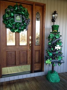 nice 47 Perfect Diy Front Porch Christmas Tree Ideas On A Budget Porch Christmas Tree, Holiday Tree, Coastal Christmas, Christmas Ideas, Saint Patrick's Day, St Patrick's Day Decorations, Diy Decoration, St Patrick Decorations, Outdoor Decorations