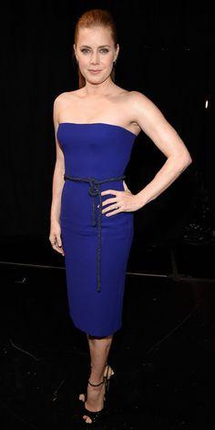6 atrizes baixinhas mostram como usar (e não usar) a saia mídi no red carpet do People's Choice Awards 2015 | Chic - Gloria Kalil: Moda, Beleza, Cultura e Comportamento
