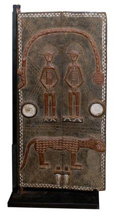 Decorative Ivory Coast Grainery Door with Animal Motif Arte Tribal, Tribal Art, Best Door Designs, African Furniture, African House, Cultural Crafts, Afrique Art, Door Knobs And Knockers, African Sculptures