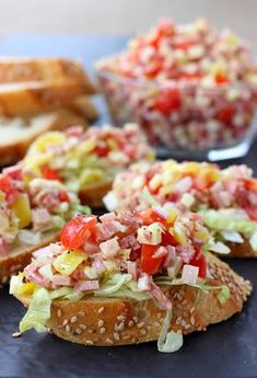 This Italian Sub Bruschetta has all the flavors of your favorite sub sandwich! P… This Italian Sub Bruschetta has all the flavors of your favorite sub sandwich! Perfect for appetizers, tailgating or a fun dinner at home! No Cook Appetizers, Appetizers For Party, Appetizer Recipes, Italian Food Appetizers, Superbowl Party Food Ideas, Tailgate Appetizers, Appetizer Dinner, Popular Appetizers, Dinner Recipes