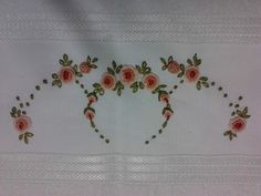 This Pin was discovered by Eli Hand Embroidery Flowers, Flower Embroidery Designs, Hand Embroidery Patterns, Vintage Embroidery, Ribbon Embroidery, Machine Embroidery Designs, Embroidery Stitches, Cross Stitch Patterns, Pattern Sketch