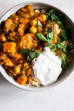 Moroccan Sweet Potato Stew from Pretty Simple Cooking Vegetarian Stew, Vegan Soups, Vegetarian Recipes, Healthy Recipes, Ratatouille, Moroccan Stew, Stewed Potatoes, Sweet Potato Soup, Healthy Soup