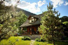 adelaparvu.com acerca casa rústica con jardín cerca de Piatra Neamt, paisaje de primavera Foto Romulus Boicu (1)
